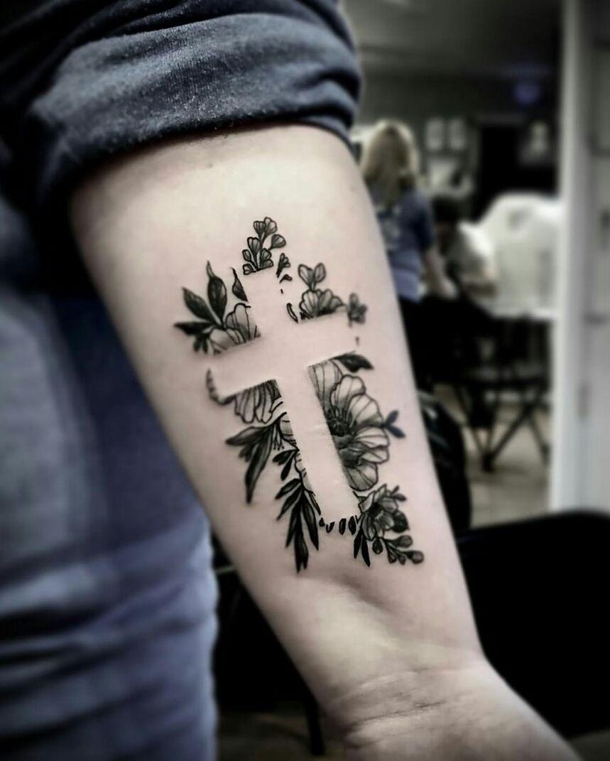 40+ Inspiring Cross Tattoo Designs - The XO Factor