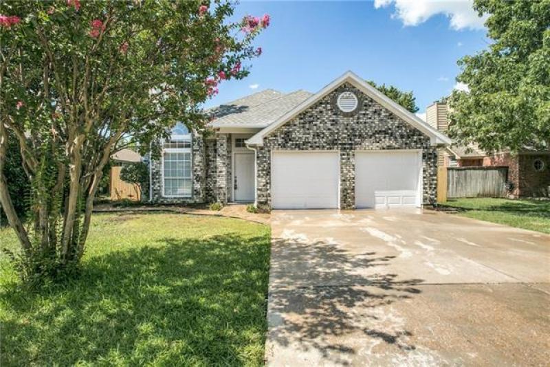 1111 Cherrytree Dr, Arlington, TX 76001 | House styles ...