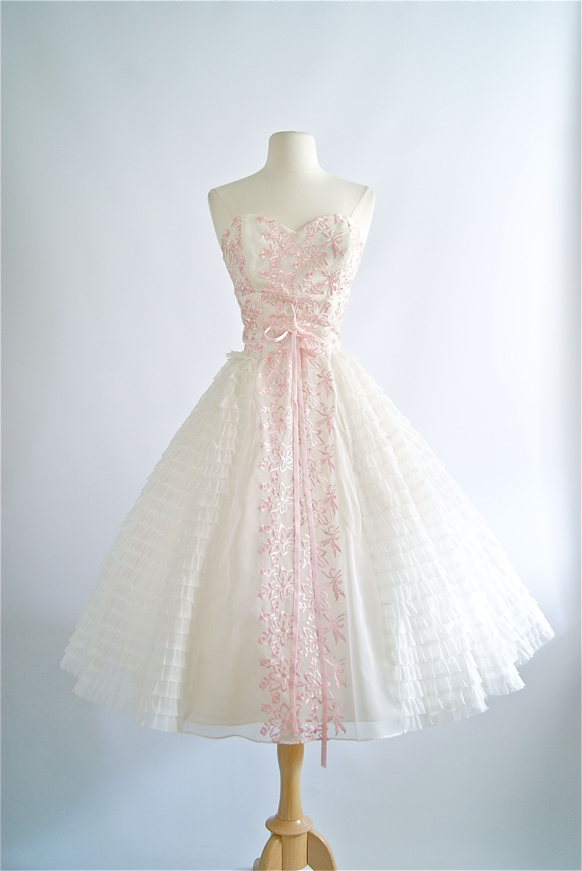 Vintage 1950 S Strapless Prom Dress With Pink Embroidery Vintagedress 1950sdress Vinta 50s Prom Dresses 1950s Wedding Dress Tea Length Prom Dresses Vintage [ 2896 x 1936 Pixel ]