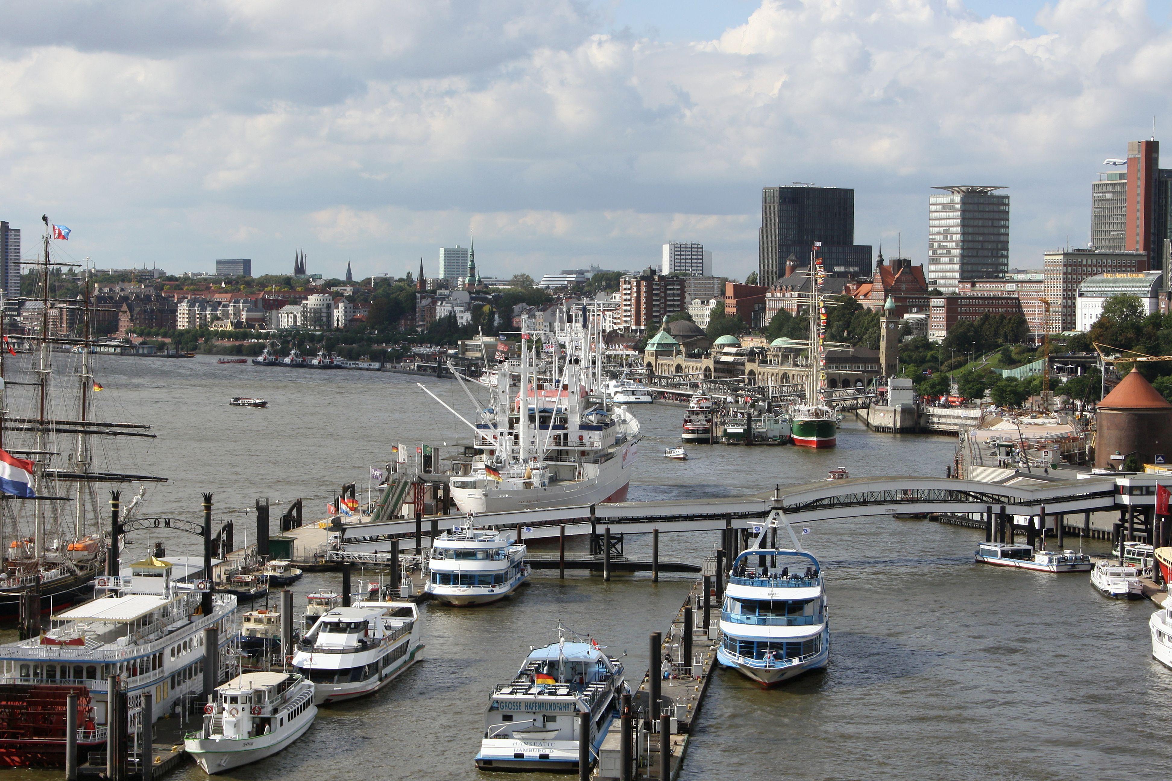 Hamburger Hafen aus der Vogelperspektive, Blick Richtung