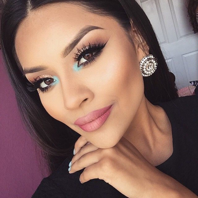 "Pop of color @iheart_sarahiiy  EYES: For the Inner corner: ""Ice Blue"" waterproof #creamcolor & ""Aqua"" Eyeshadow  LIPS: ""Craft"" #liquidlips  just on the sides  LASHES: @kokolashes in ""Goodess""  #Anastasiabeverlyhills #anastasiabrows"