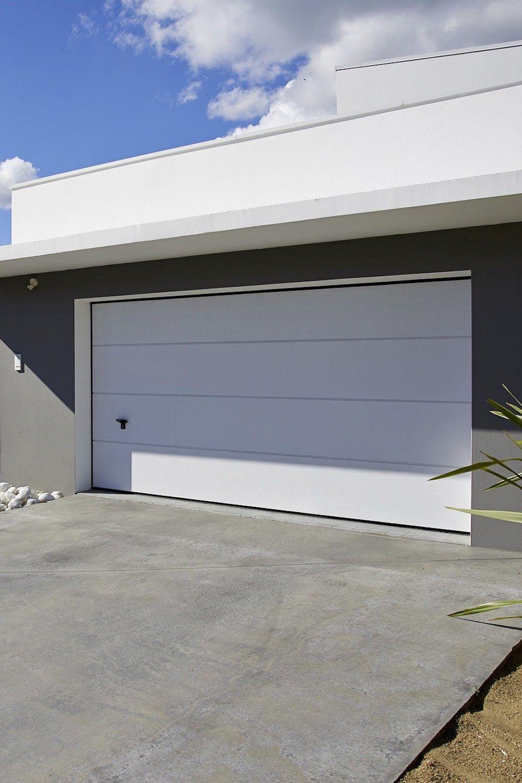 Porte De Garage Montana Sectionnelle Premontee Manuelle En 2020 Porte Garage Garage Portes