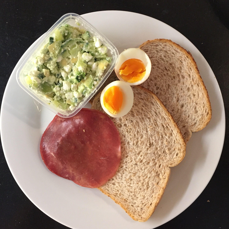 Ongebruikt Gezonde lunch 2 boeren tarwe brood 3 plakjes rookvlees 1/2 avocado AV-93