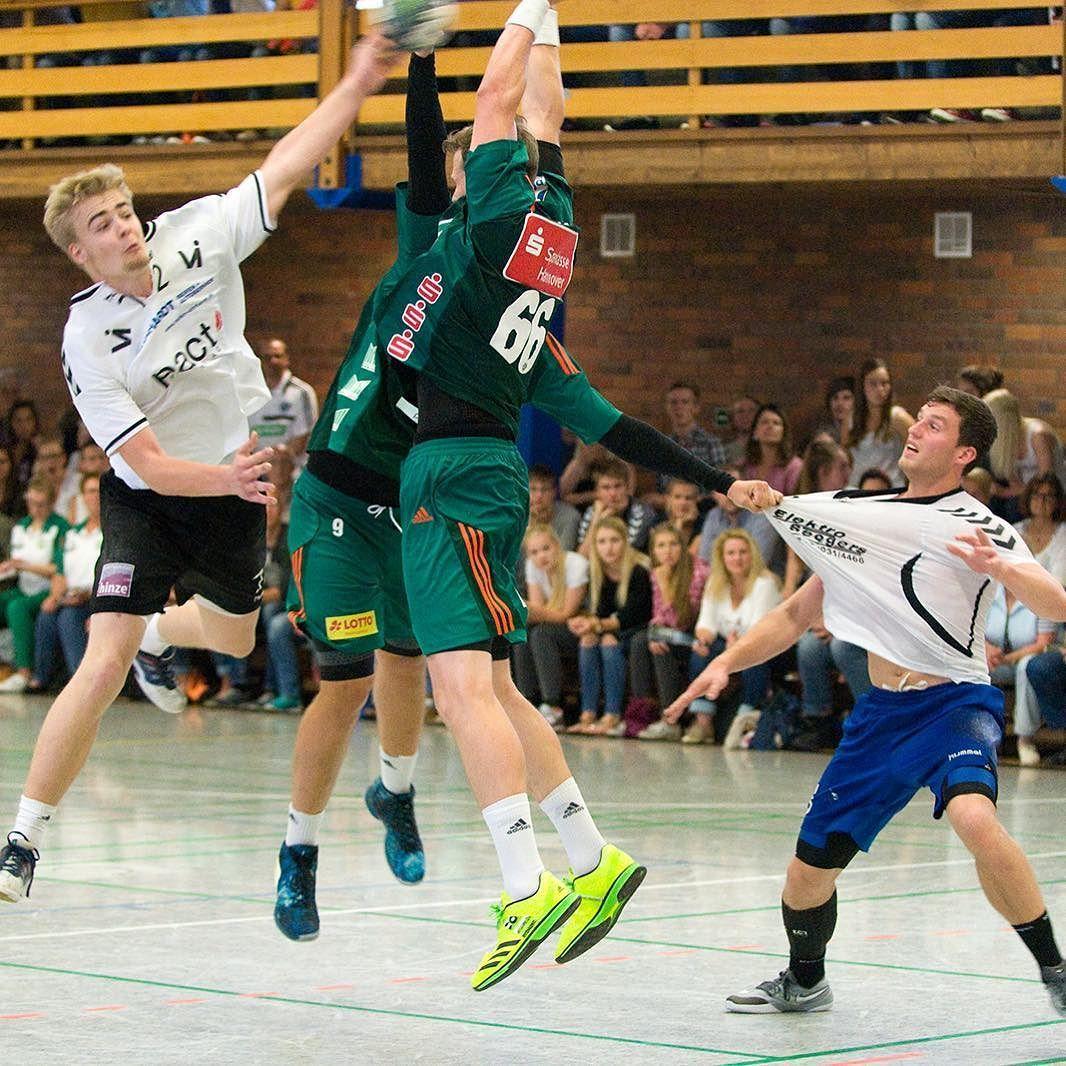 Handballtag beim MTV Großenheidorn mit den Recken. Das Testspiel endet 21:39. w/ @die_recken_fanpage  #grossenheidorn #mtvgrossenheidorn #handball #sports #ball #balls #fun #game #games #crowd #fans #play #playing #player #score #goal #action #throw #pass #win #winning
