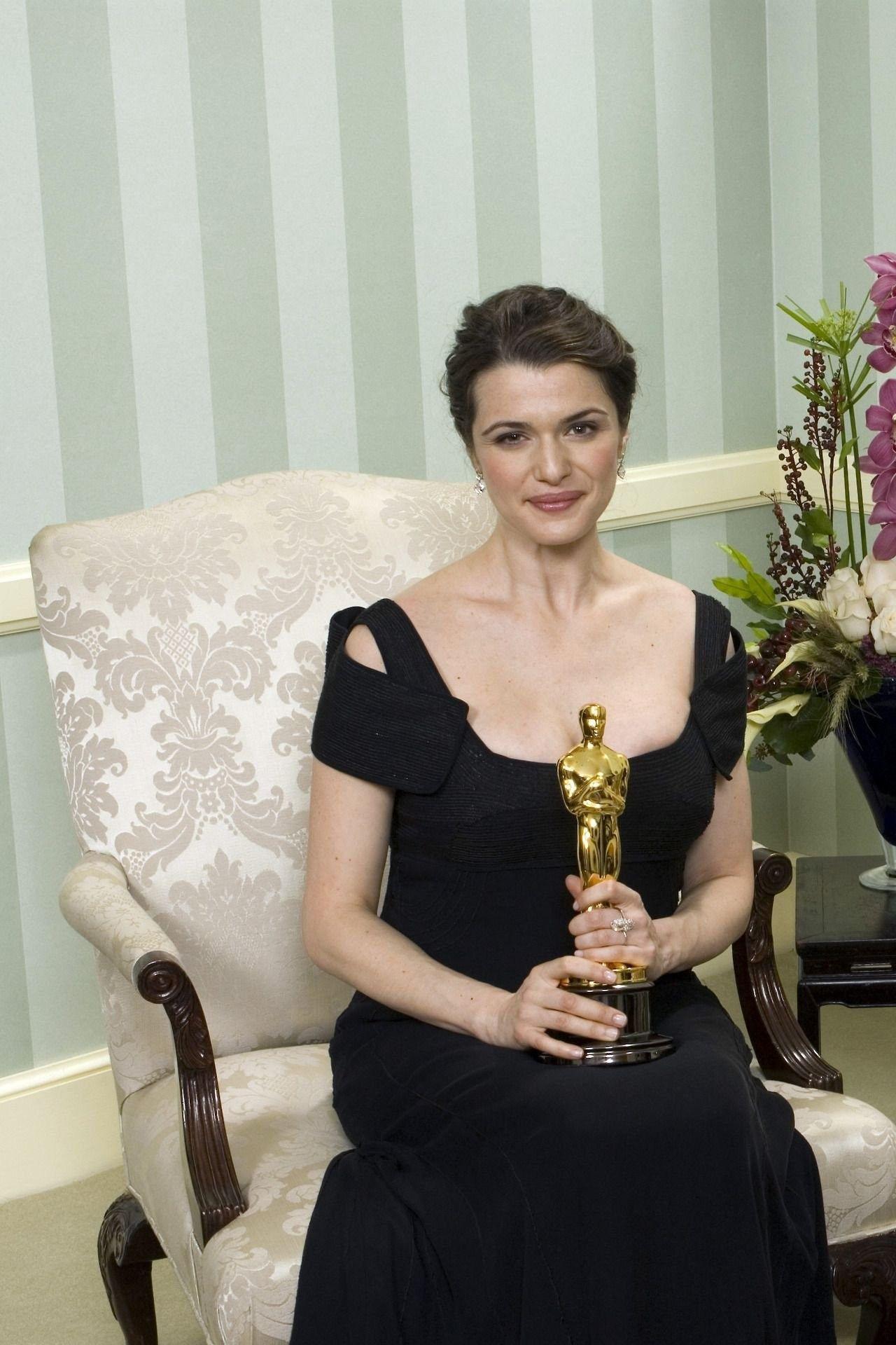 Pin by cici on Rachel Weisz | Oscar fashion, Rachel weisz ...