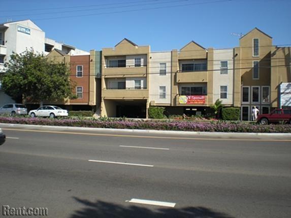 Playa Marina Apts 12427 W Jefferson Los Angeles Ca 90066 Rent Com Los Angeles Apartments Playa Apartments For Rent