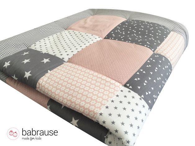 handgefertigte krabbeldecke babydecke patchworkdecke laufstalleinlage diese patchworkdecke. Black Bedroom Furniture Sets. Home Design Ideas