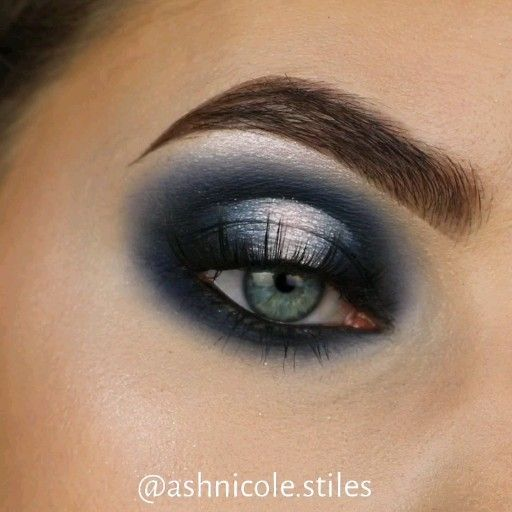 "Ashley Nicole Stiles on Instagram: ""𝔹𝕝𝕚𝕫𝕫𝕒𝕣𝕕 ❄️ Video of my previous photo . . @dominiquecosmetics berries and cream palette @nyxcosmetics white eyeshadow base @sigmabeauty…"""