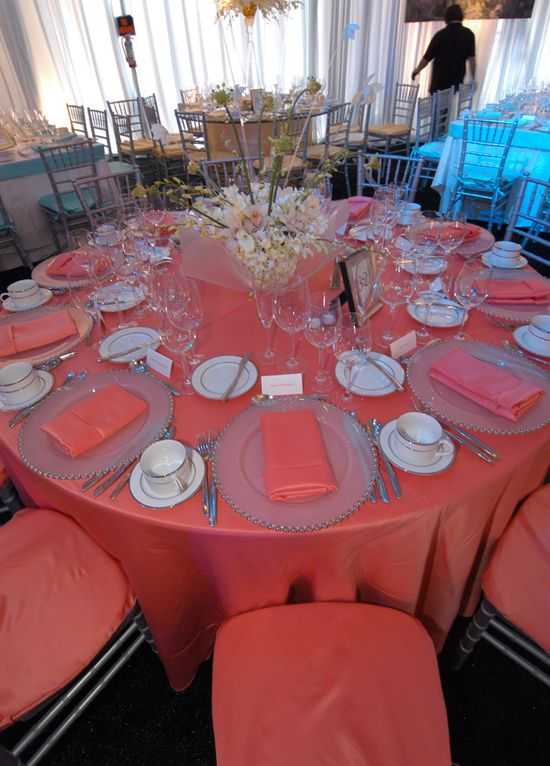 Merveilleux Reception Using The Actually Coral Table Cloth