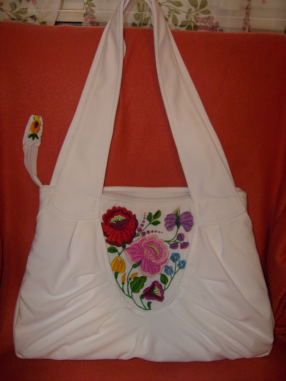 17f8c4ca47 Hímzett táska | Táskák | Bags, Embroidery és Fashion