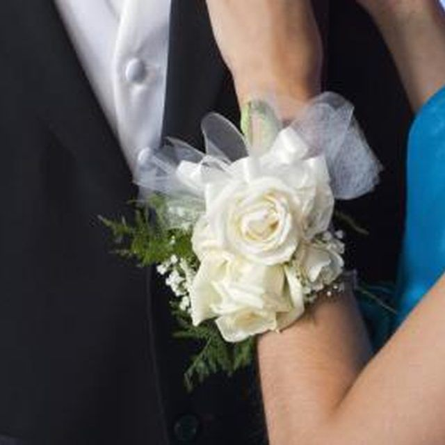 How to make a wrist corsage in ten minutes vestirse perlas y pulseras a wrist corsage with silk flowers will never fade or wilt mightylinksfo