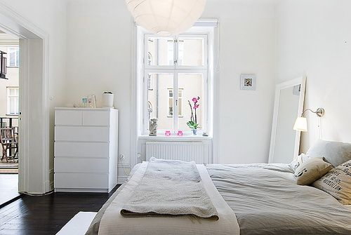 Ikea malm 6 drawer chest and a hemnes mirror home schlafzimmer haus und kommode - Schlafzimmer malm ...