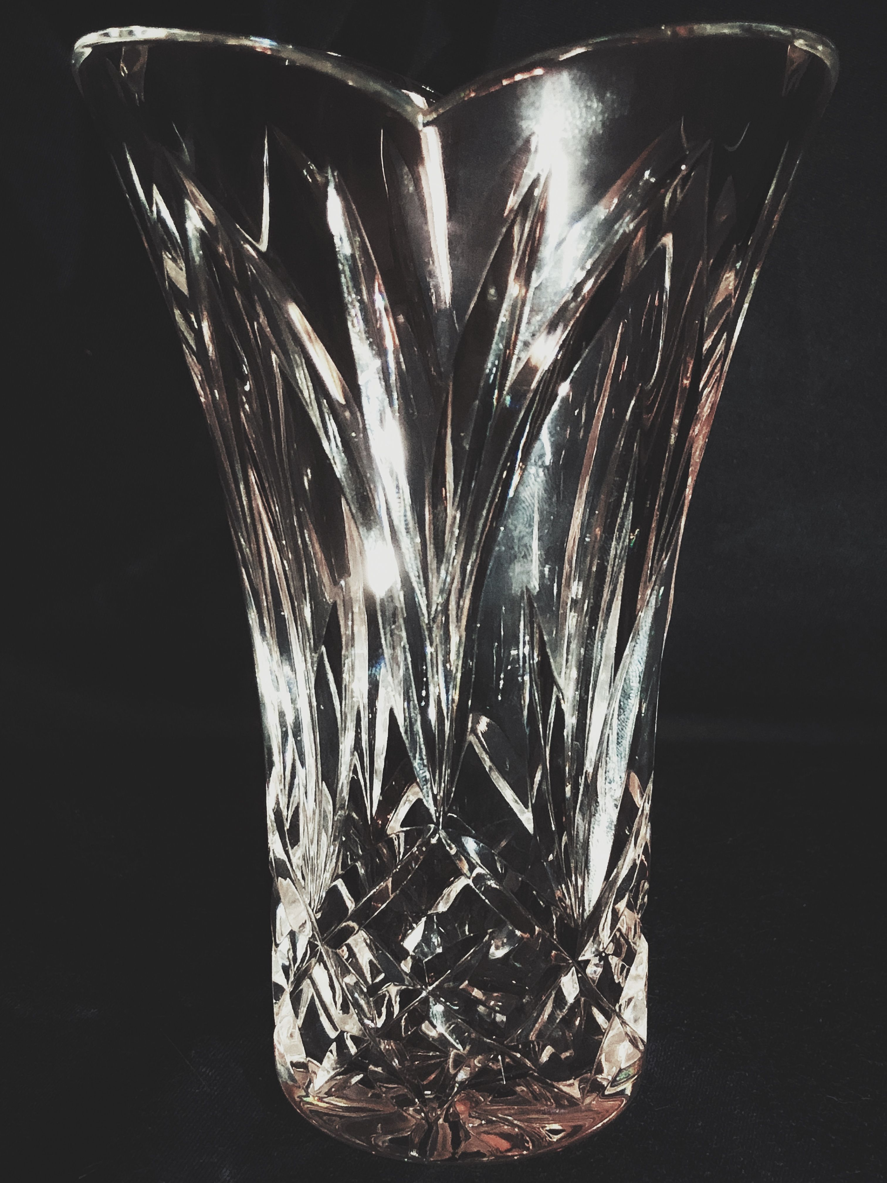 """A stunning and authentic Waterford Crystal 6"""" flower vase ..."""