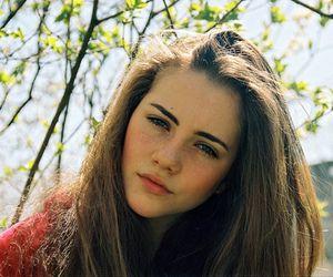 teenage girls with brown hair and brown eyes www