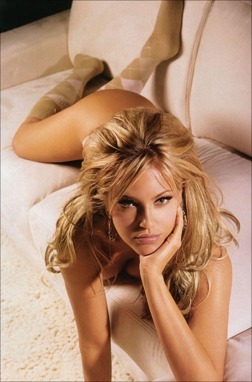 Amy bailey topless