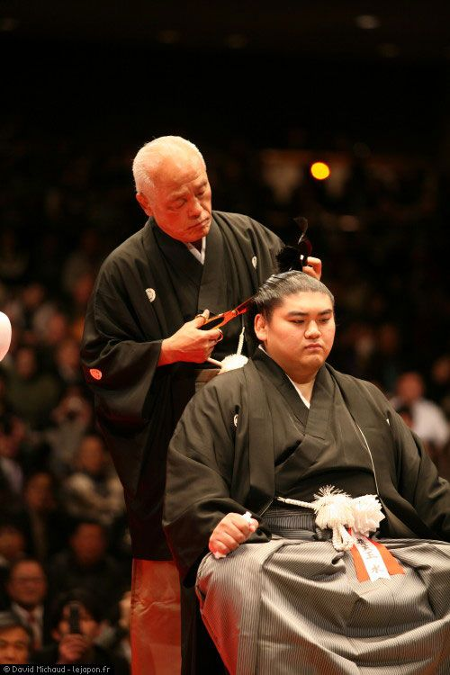 Danpatsu - hair-cutting retirement ceremony.  Final cut made by his Oyakatta