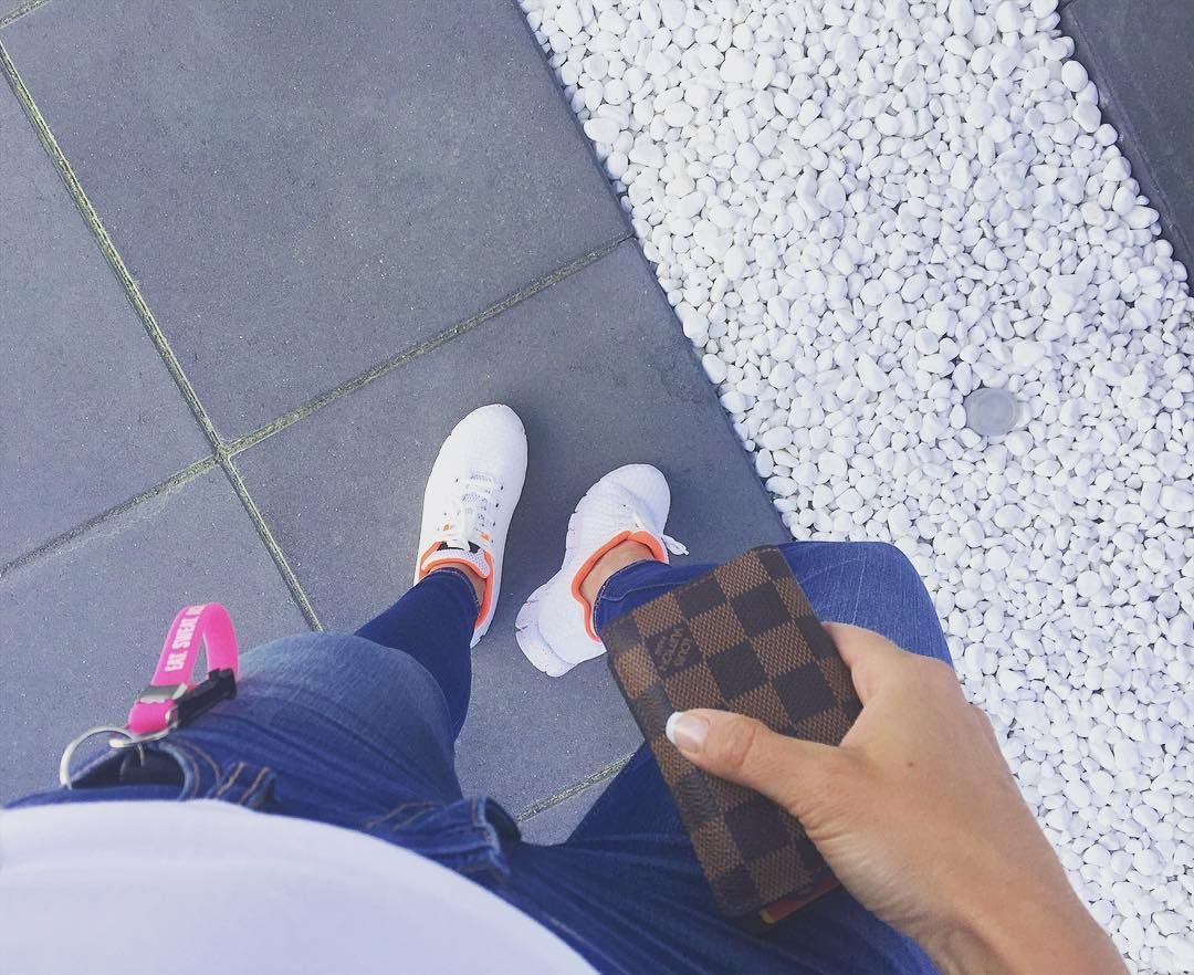 White t-shirt jeans and white sneakers... Perfect for a soft and casual friday like this!  Time to fix the dinner...  www.andreaberlin.com #friday #casual #casualstyle #jeans #bluejeans #tshirt #clean #softstyle #white #sneakers #sporty #sportygirl #girlpower #wallet #louisvuitton #key #onmyway #falsterbo by andreaberlin_com