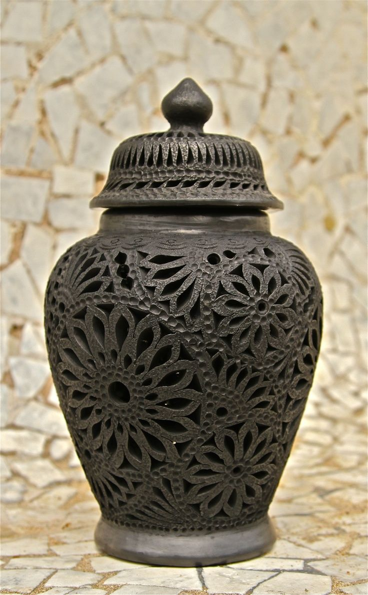 Mexican decor: Barro negro de Oaxaca. Famous Mexican black pottery.