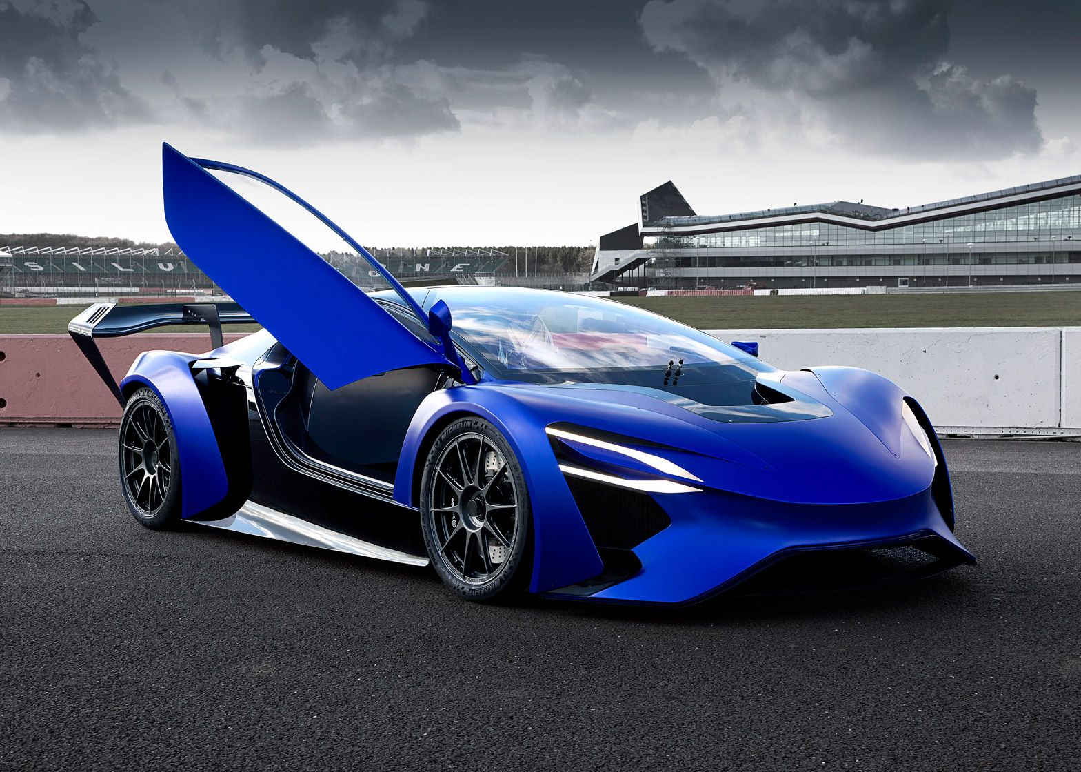 Techrules Unveils Turbine Recharging Tech In China S First Supercar Super Cars Luxury Cars Geneva Motor Show