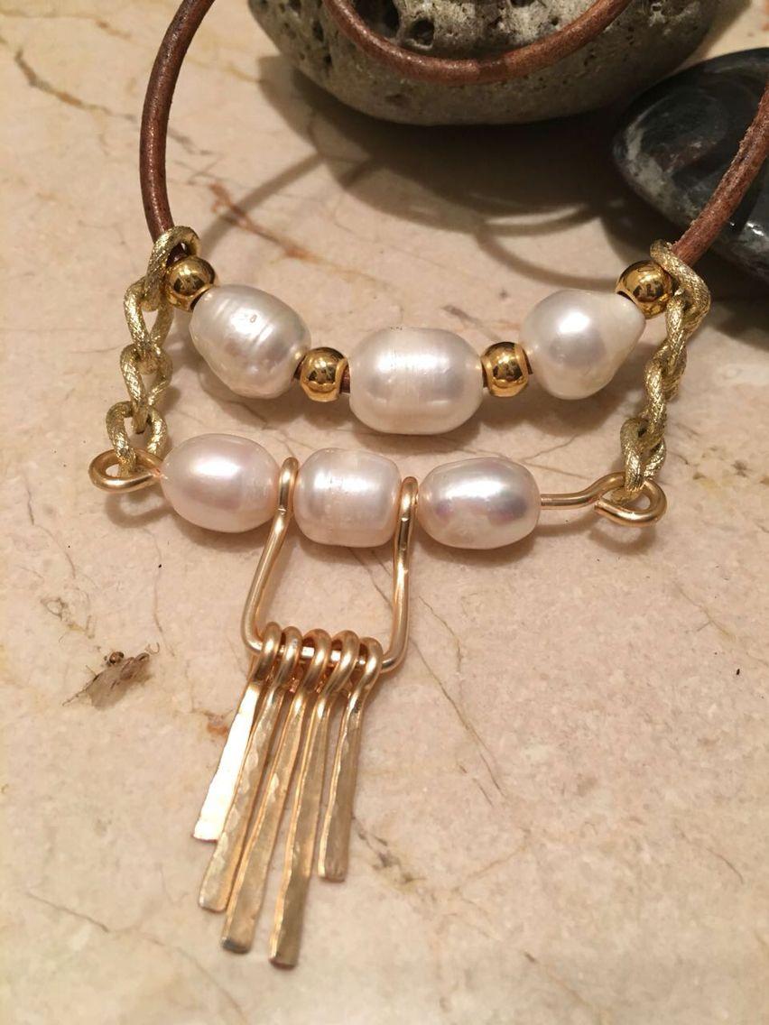 78cbe07206de Collar cuero y perlas. Materiales Farfalla