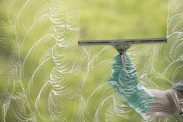 Window Cleaner With Six Homemade Window Cleaners Tip Nut Has You Covered Their Cleaners Range From Your Stan Washing Windows Window Cleaner Cleaning Hacks