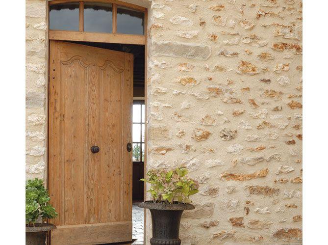 Porte entr e ancienne bois maisons pierre les portes d 39 entr es donnent - Idee deco maison ancienne ...