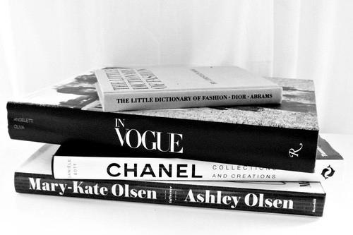 tottenham bisa finis 4 besar l u x u r y fashion books coffee table books books. Black Bedroom Furniture Sets. Home Design Ideas