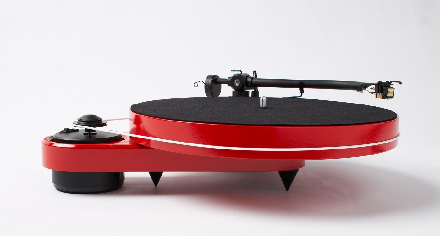 Pro-Ject Turntable. Love the more adventurous modern designs ...