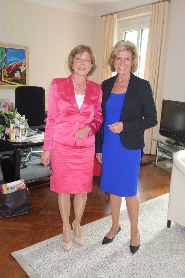 Die Lebensgefährtin des Bundespräsidenten, Daniela Schadt (l.) mit