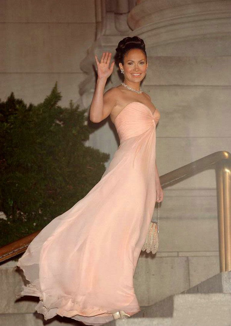 Jlo wedding dress  Jennifer Lopez Dress Maid In Manhattan Sweetheart Light Pink Long