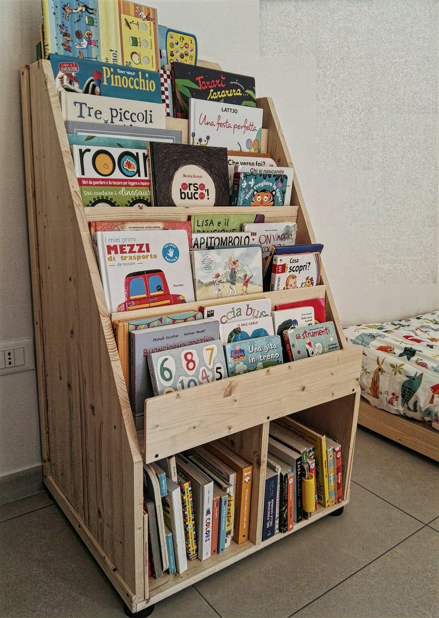 Libreria montessori cameretta mobili librerie for Mobili montessori