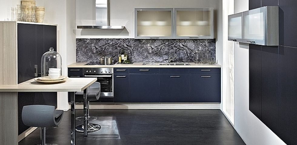 AURA - metallic blue In-style kitchens from In-toto Kitchens - offene küche planen