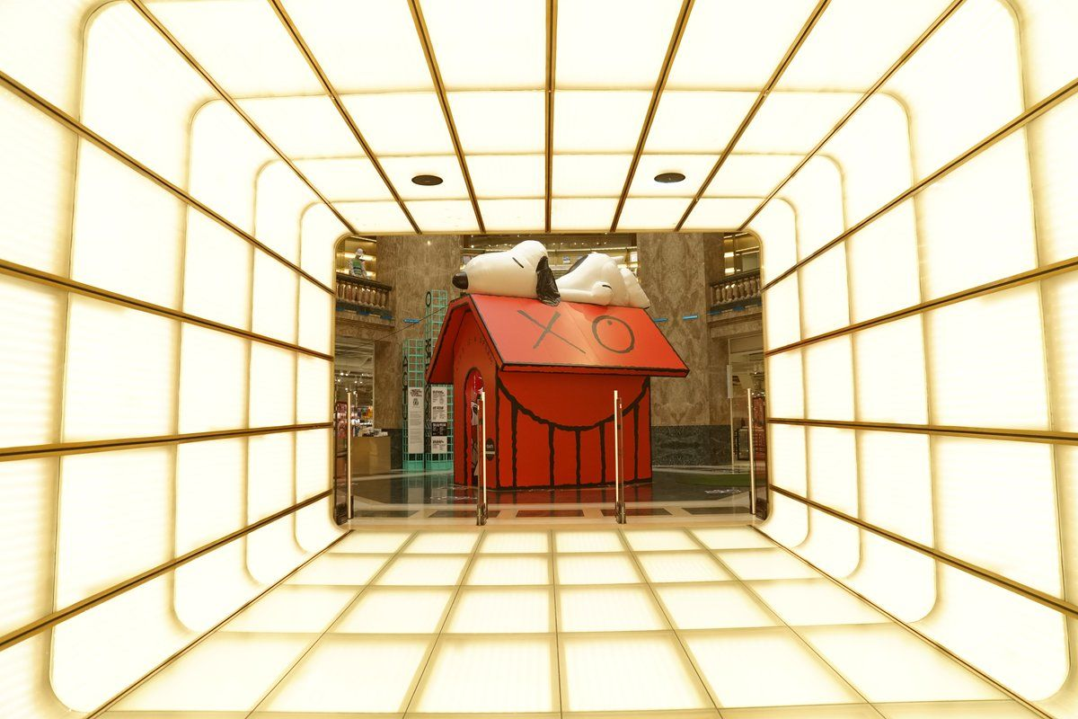 Peanuts On Snoopy Snoopy Dog House Installation Art Global Art