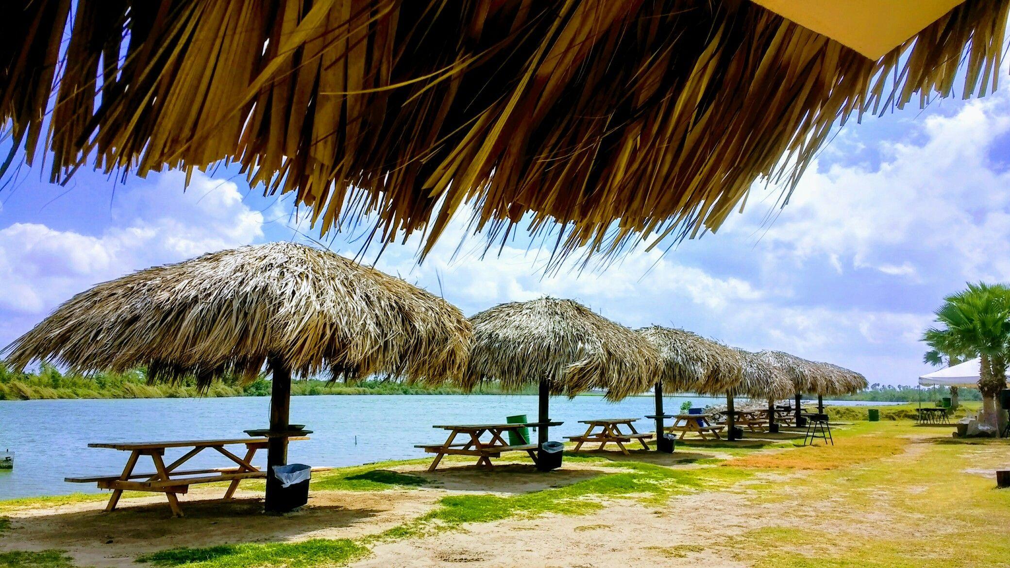 Zoológico de Reynosa, palapas, río bravo, laguna, sol y naturaleza free emotions photography.