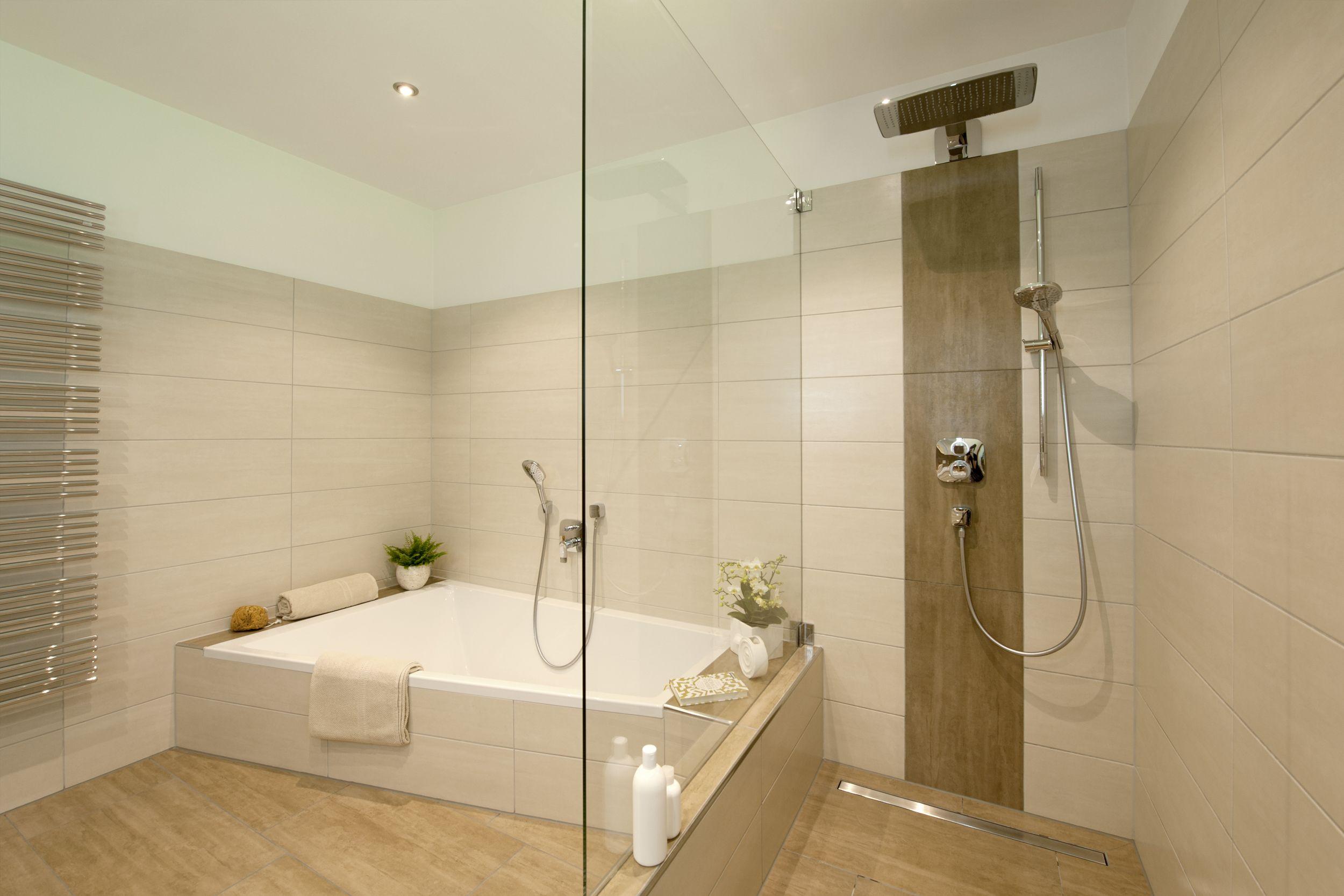 Frei begehbare Dusche mit Thermostatarmatur, Handbrause
