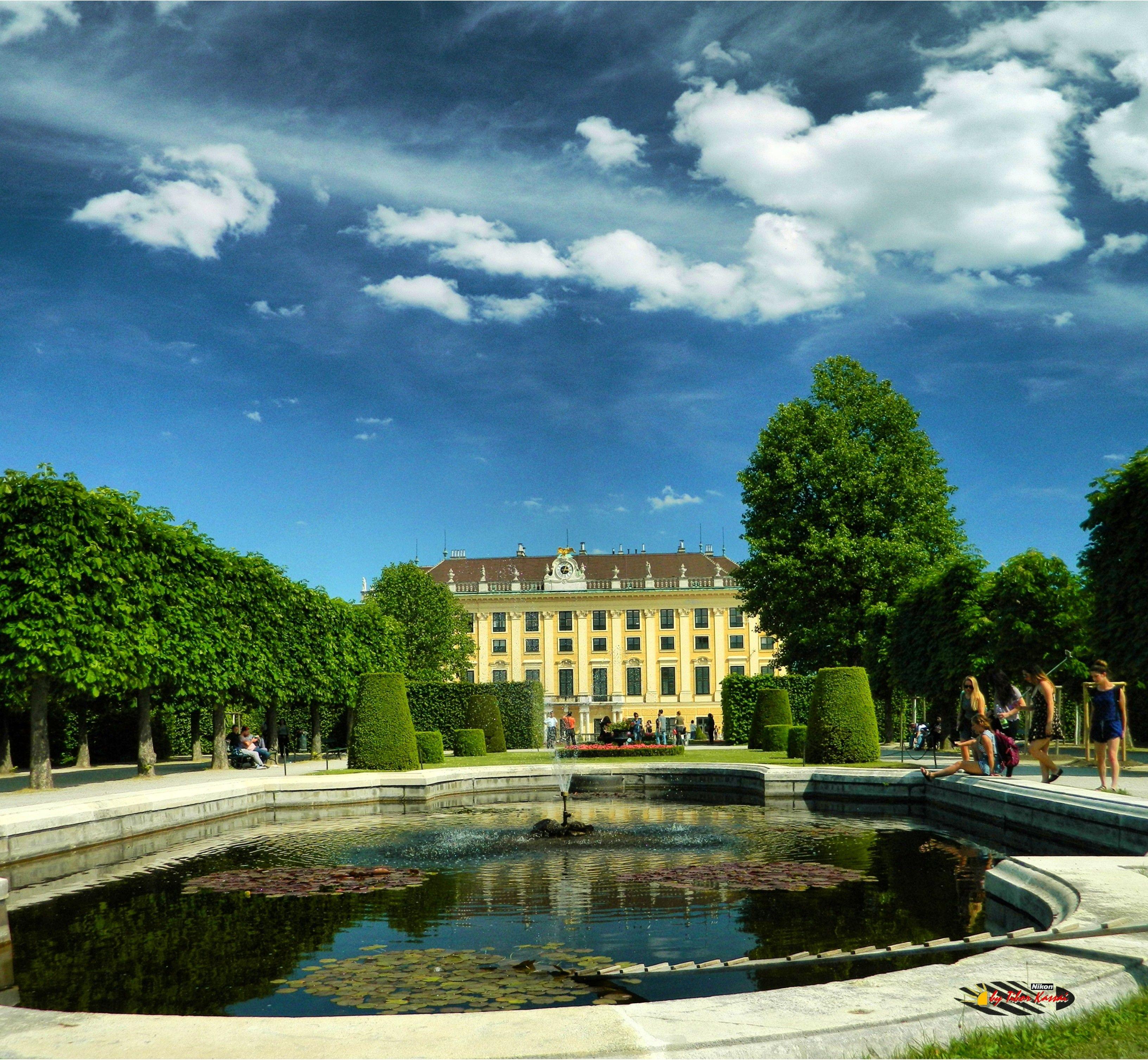 Wien, Schönbrunn Palace Garden, Nikon Coolpix L310, 5.6mm,1/700s, ISO80, f/3.2,+1.0ev, polar filter, panorama mode:segment2, HDR-Art photography, 201603211502