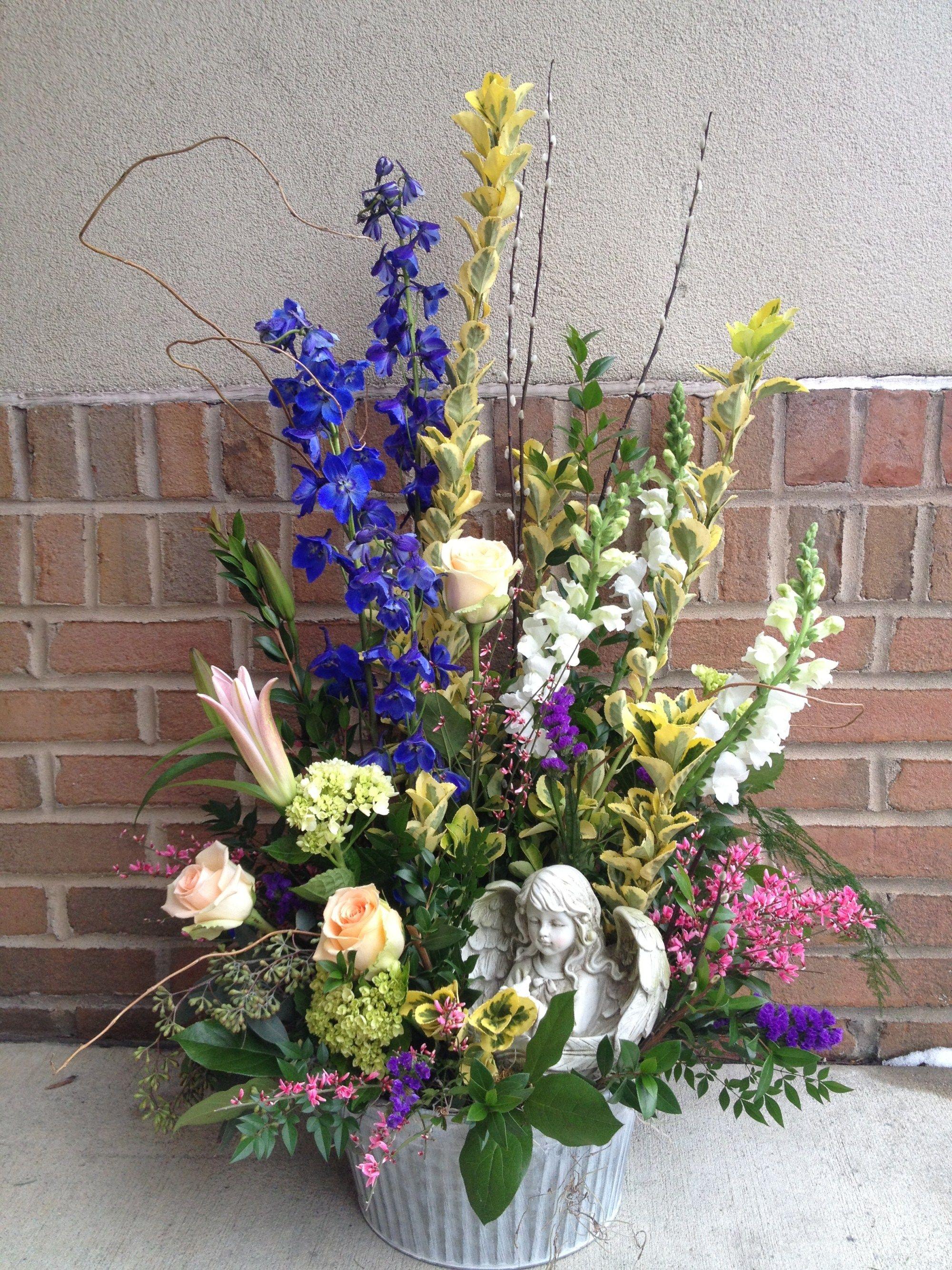 Sympathy Designs Art In Bloom Studio In 2020 Sympathy Flowers Casket Sprays European Garden