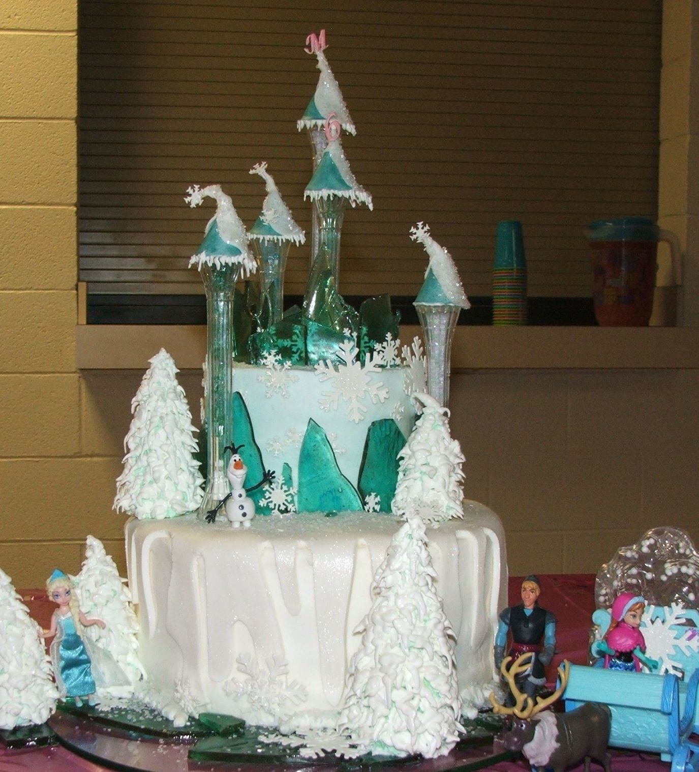 Frozen palace background  a Frozen caket a frozen cake  A Disneyus movie Frozen cake