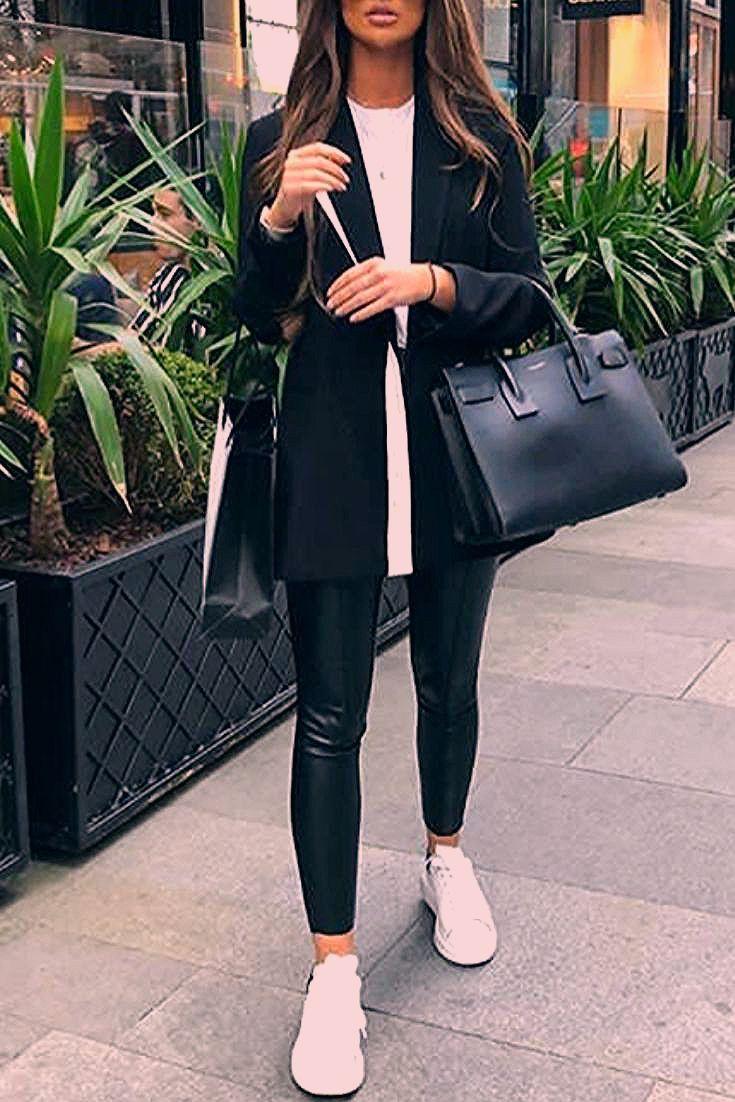 Mode chic et casual femme avec des leggings en similicuir, un blazer noir et - Chaussure