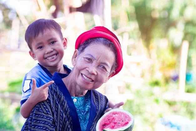 Asian senior woman and her grandson eati  Premium Photo