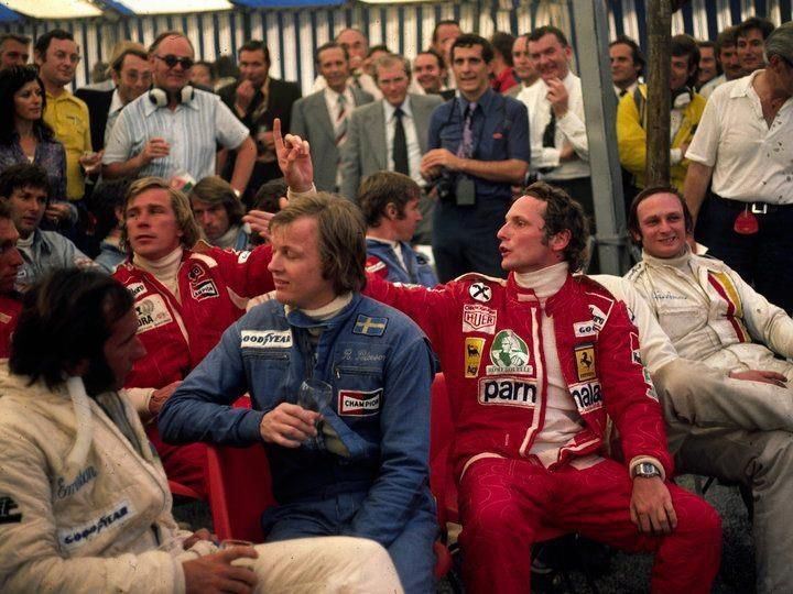 Mid 70's Driver briefing with Lauda, Hunt, Peterson and @emmofittipaldi