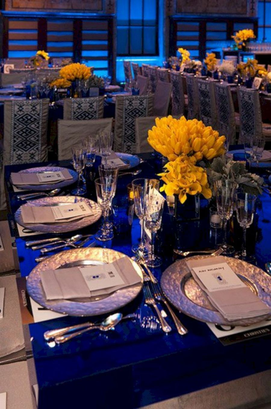 blue wedding decorations for the tables