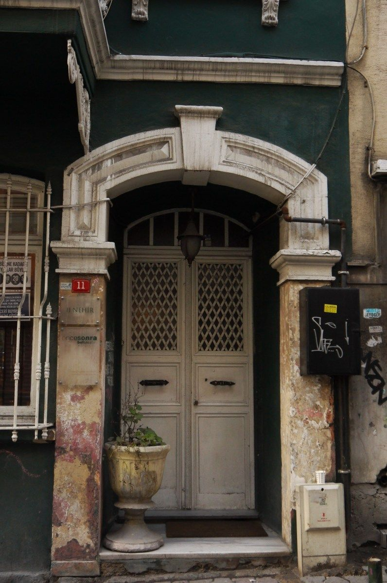 Cukurcuma, Istanbul - Listen; there\'s a hell of a good universe next ...