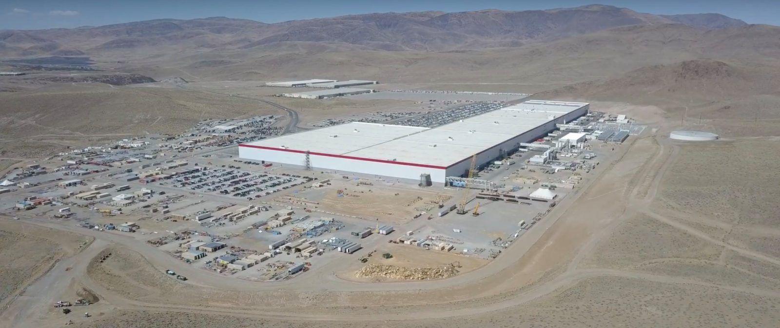 Tesla Gigafactory 1 New Drone Flyover Shows Latest Massive Solar Array Progress Tesla Tesla For Sale Tesla Model
