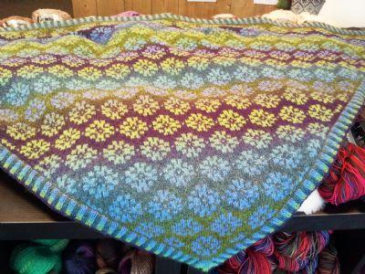 Jewel Shawl Pattern/Patroon | Kauni | Pinterest | Sjal