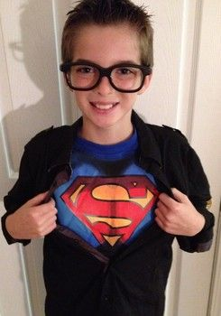 How to make a superman halloween costume superman halloween to make a do it yourself superman clark kent style halloween solutioingenieria Image collections