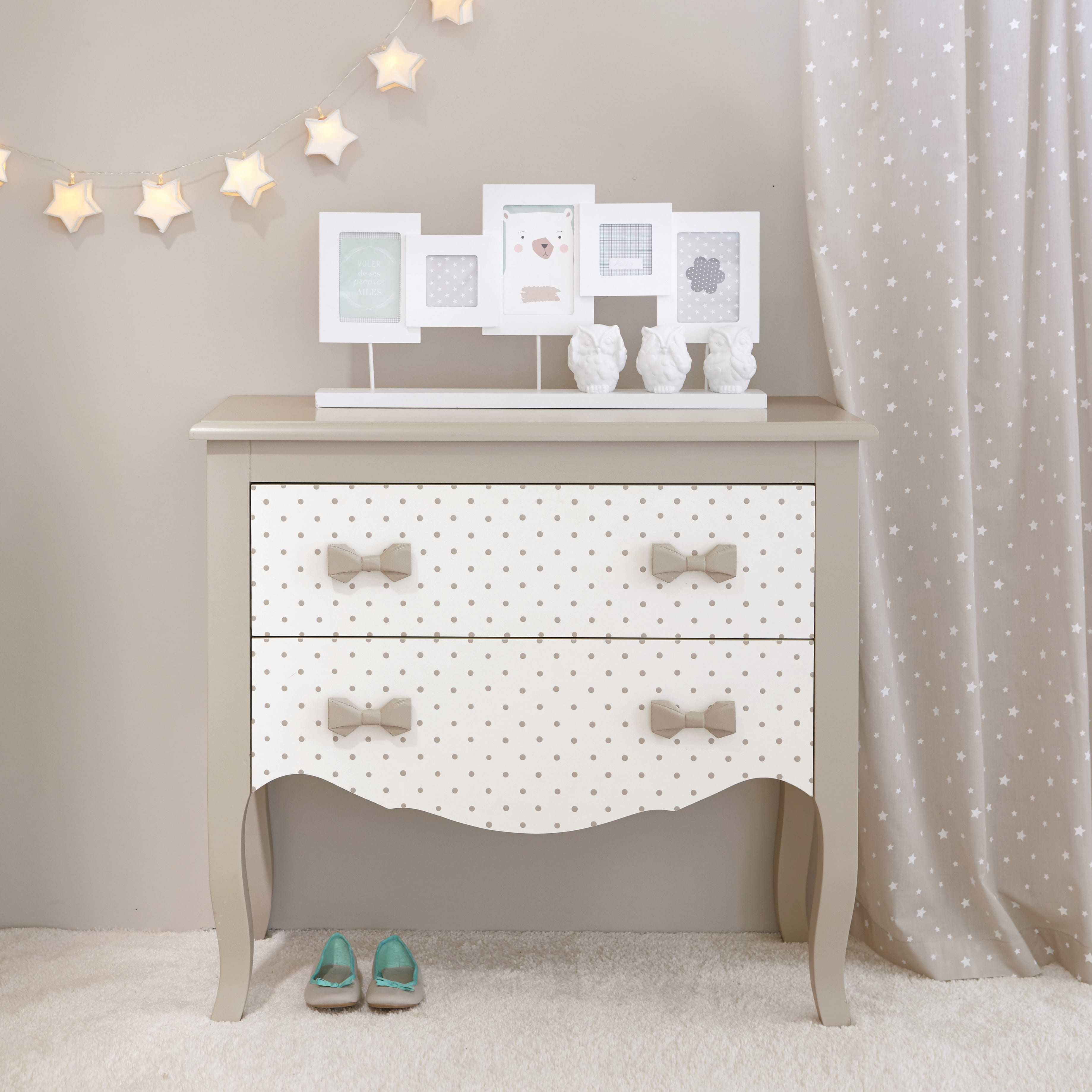 commode enfant en bois blanche taupe l 80 cm coquette maisons du monde baby rooms. Black Bedroom Furniture Sets. Home Design Ideas