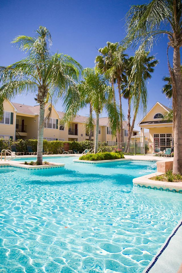 One Of Our Two Gorgeous Sparkling Pools Hearthstone Apartments Apartmentliving Mcallen Texas Mcallentx
