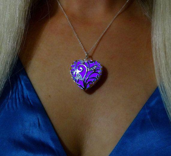 Purple Blue Glowing Heart Necklace Glowing Jewelry por dressstar