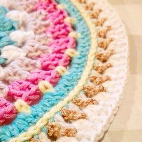 Ikväll virkar jag en mandala och lyssnar på Winter av Marissa Meyer :) #mandala #crochet #crochetmandala #virkning #crochetersofinstagram #colors #colorful